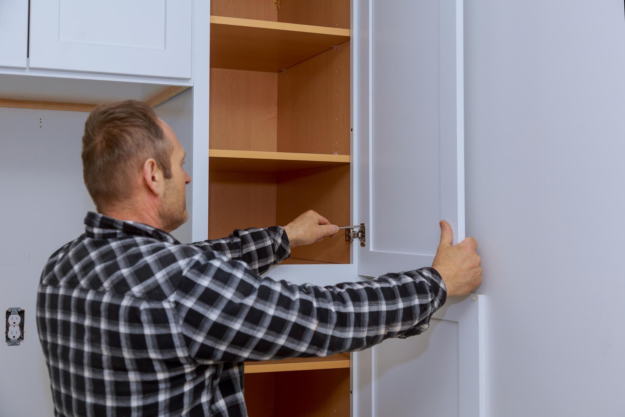 installing cabinet door hinges